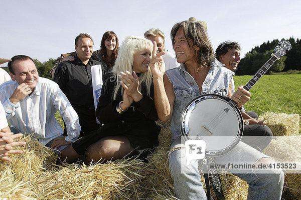 Überraschungsparty für Jürgen Drews anläßlich 30 Jahre Ein Bett im Kornfeld. Freunde  Filmpartner und die Band Bella Vista gratulieren.