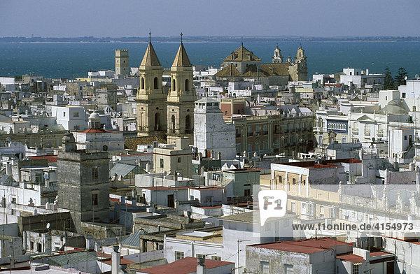 Kirche Iglesia de San Antonio  Blick von Torre Tavira  Cádiz  Costa de la Luz  Provinz Cadiz  Andalusien  Spanien