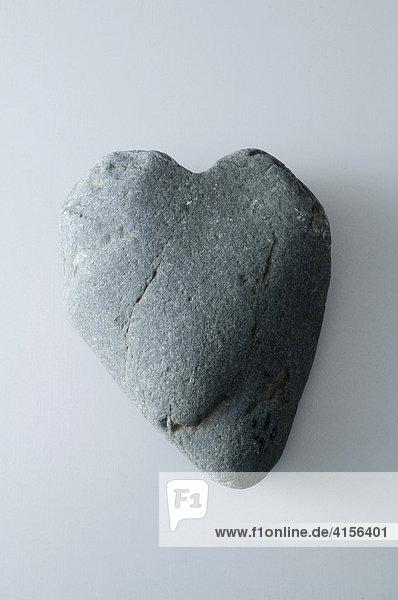 Grauer Stein als Herzform
