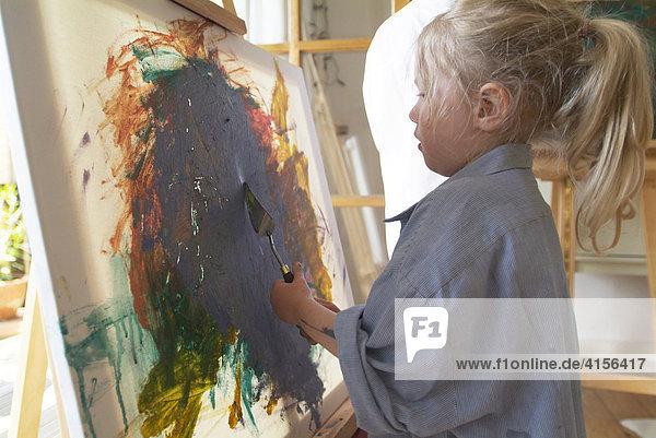 Kind beim malen 4
