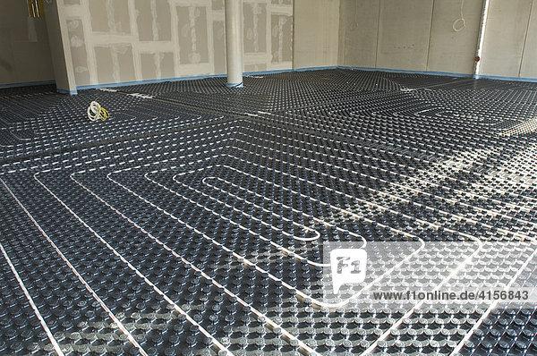 Bau eines Krankenhauses  Verlegung einer Fussbodenheizung  Gelsenkirchen Nordrhein-Westfalen Deutschland