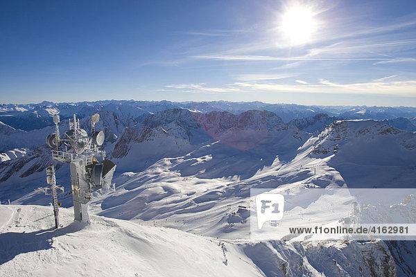 Skigebiet auf der Zugspitze  Bayern  Deutschland  Europa