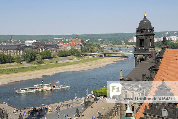 Elbschifffahrt  Elbe  Dresden  Sachsen  Deutschland