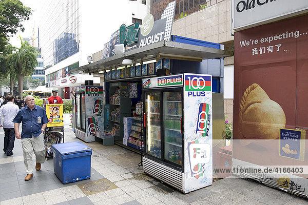 Zeitungsstand an der Orchard Road  Singapur  Südostasien