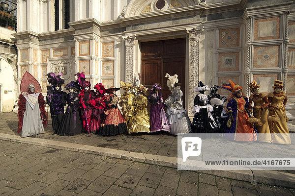 Maskenträger beim Karneval in Venedig  Venedig  Italien  Europa