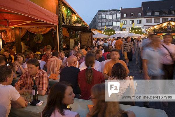 Weinfest Weindorf am Marktplatz Würzburg Unterfranken Bayern