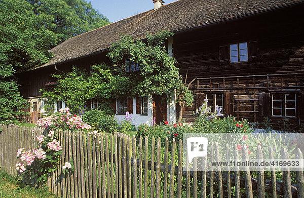 Bauernhaus in Schlitten bei Wessobrunn   Pfaffenwinkel Oberbayern Deutschland