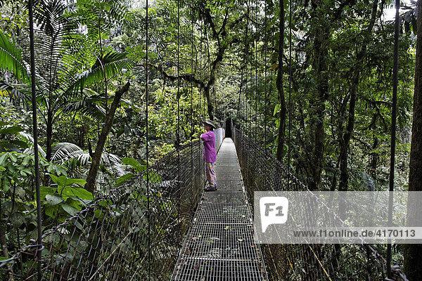 Hängebrücke in Regenwald  Arenal Hanging Bridges  Costa Rica