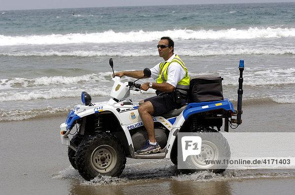 Strandpolizei mit Buggy auf Lanzarote Kanarische Inseln