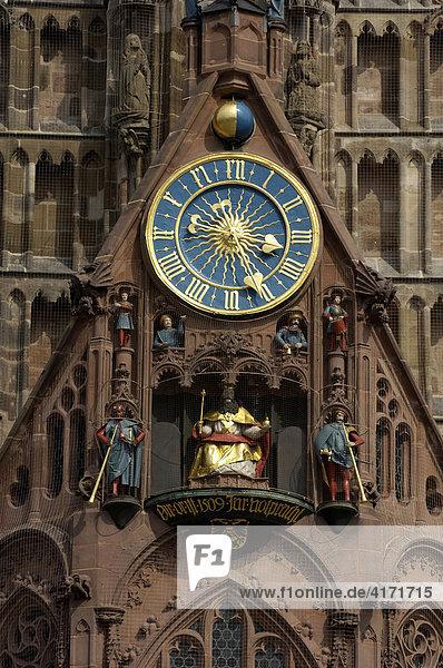 Frauenkirche mit Männleinlaufen und Uhr  Nürnberg  Franken  Deutschland Frauenkirche mit Männleinlaufen und Uhr, Nürnberg, Franken, Deutschland