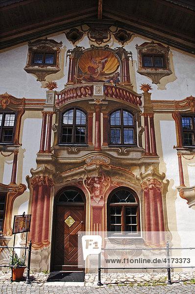 Lüftlmaleirei am Eingang vom Pilatushaus  Kunst  Oberammergau  Oberbayern  Bayern  Deutschland  Europa