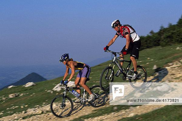 Mountain bikers  Kampen Wall  Chiemgau  Bavaria  Germany