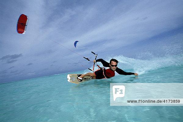 Kitesurfing  Olhuveli  Südatoll  Malediven
