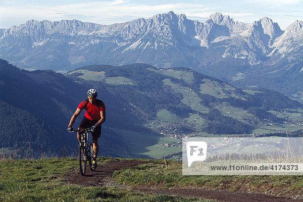 Mountainbiker  Streif  Kitzbühel  Tirol  Österreich