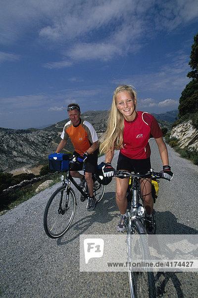 Zwei Radfahrer  Radfahren  Naxos  Kykladen  Griechenland