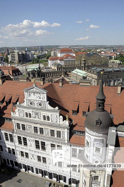 Panorama Dresden mit Schloss  Sachsen  Deutschland  Europa
