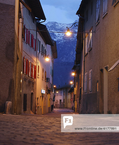 Abendstimmung in Levico Terme  Trentino  Südtirol (Alto Aldige)  Italien