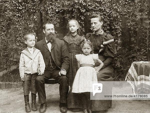 Familienfoto  ca. 1895