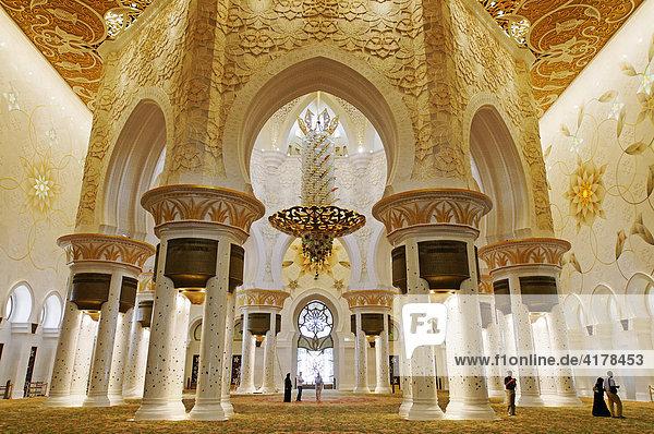 Gebetsraum der Sheikh Zayed bin Sultan Al Nahjan Moschee  Grand Mosque  drittgrößte Moschee der Welt  Emirat Abu Dhabi  Vereinigte Arabische Emirate  VAE  Asien