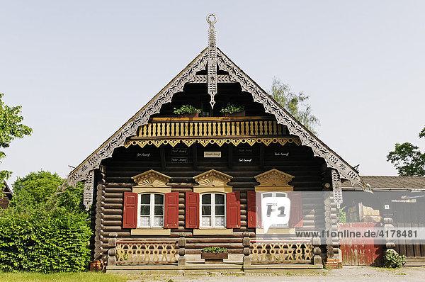 Holzhaus in der russischen Kolonie Alexandrowka  Potsdam  Brandenburg  Deutschland  Europa