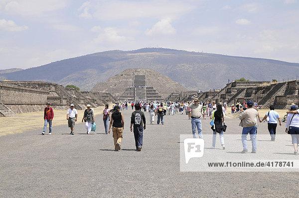 Mondpyramide  Calzada de los Muertos  Teotihuacan  Mexiko  Nordamerika