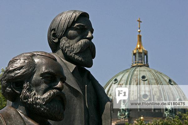 Marx und Engels in der Bundeshauptstadt Berlin - Deutschland