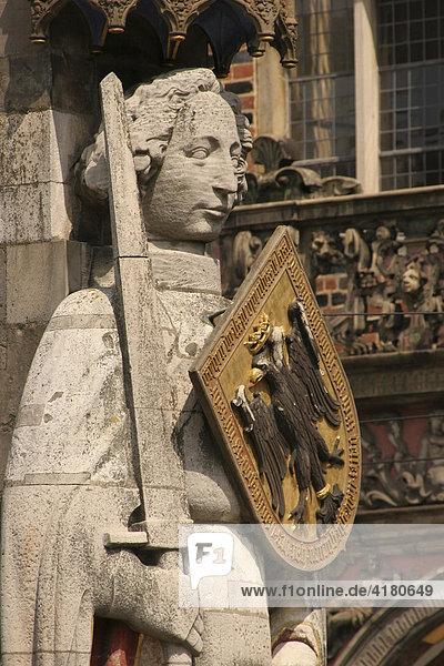 Die Statue Der Roland ist Mittelpunkt und Wahrzeichen der Stadt Bremen  Bremen  Deutschland  Europa