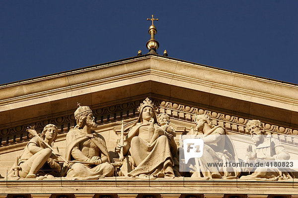 Detail aus der Fassade der St. Stephans-Basilika  gewidmet dem ersten christlichen ungarischen König István (Stephan) Budapest Ungarn Europa