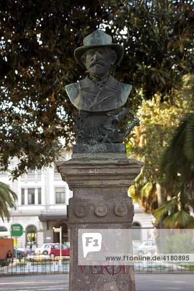 Statue des Komponisten Verdi in Cagliari Sardinien Italien Europa