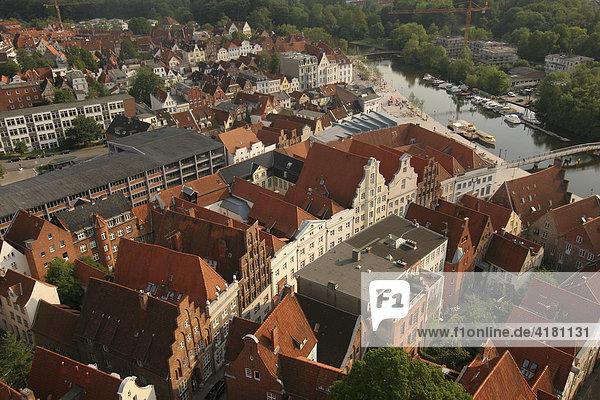 Blick vom Kirchturm auf die Altstadt von Lübeck  Schleswig-Holstein  Deutschland