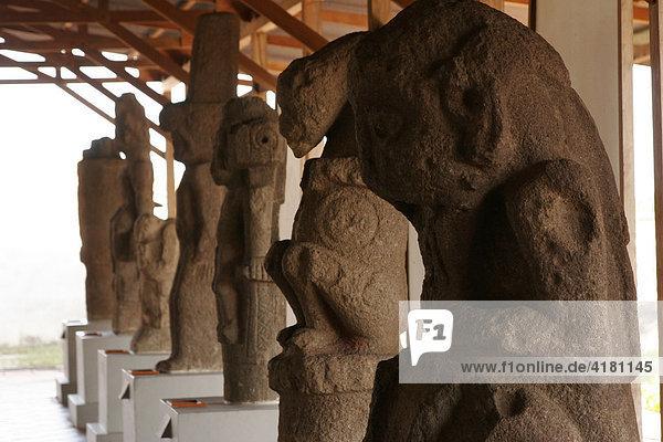 Präkolumbianische Statuen  8 - 12. Jhd. von der Insel Zapatera im Museum  San Francisco Convent Cultural Center in Granada  Nicaragua  Mittelamerika