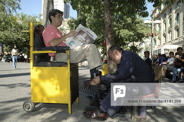Shoeshine man Chile