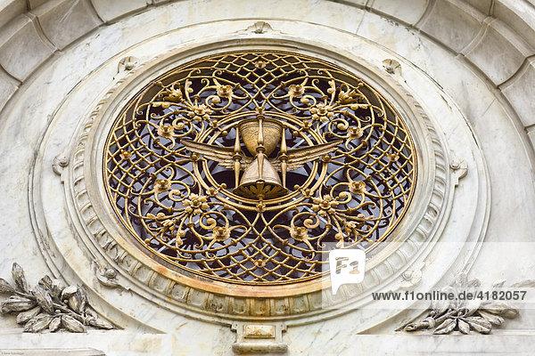 Grabdetail  Geflügeltes Stundenglas  Alter Südfriedhof München  Bayern  Deutschland