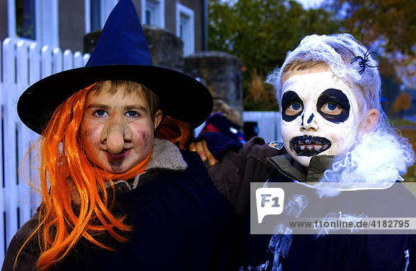 Verkleidete Kinder zu Halloween