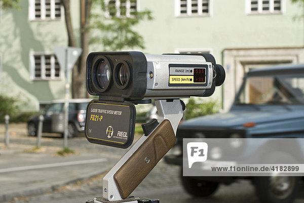 Laser-Radarpistole der Polizei zur Kontrolle der Geschwindigkeit