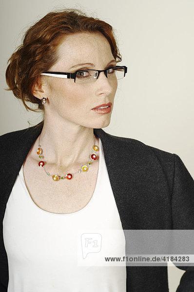 Geschäftsfrau  Business Frau mit Brille