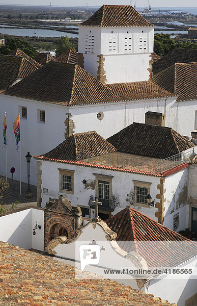 Cloister site at the Se Cathedral  Faro  Algarve  Portugal