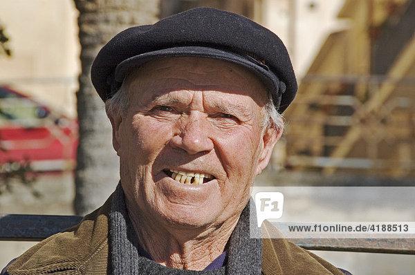 Mann mit Kappe  Porträt  Noto  Sizilien  Italien