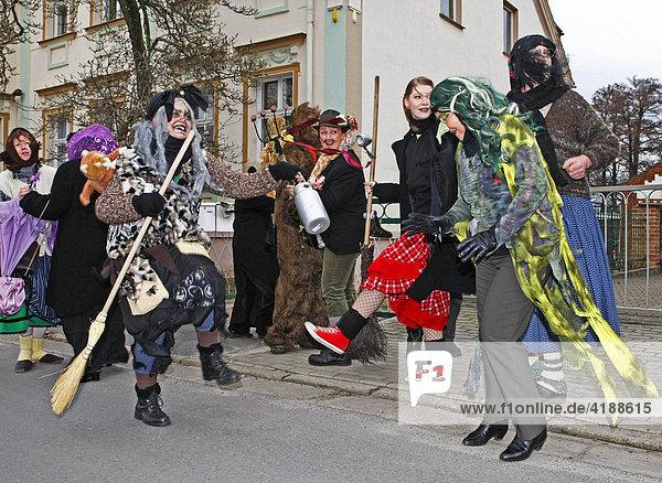 Traditionsverein Rubisko  Zampern in der Faschingszeit in Lübbenau  Spreewald  Brandenburg  Deutschland