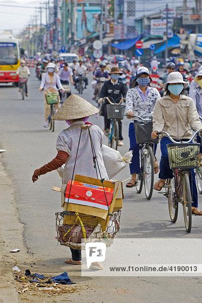 Normaler Verkehr in Nha Trang  Vietnam  Asien