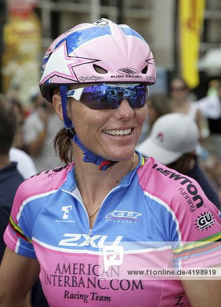 Die australische Triathletin Michellie Jones beim Rad-Check vor dem Ironman Hawaii 2007