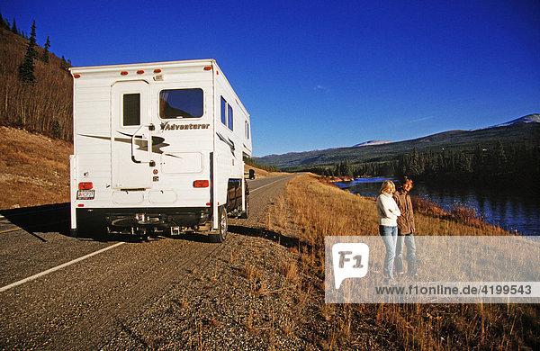 Unterwegs auf dem Alaska Highway im Yukon Territorium  Kanada