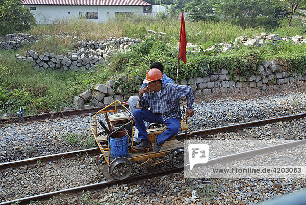 Gleiskontrolle  Eisenbahn  Thailand