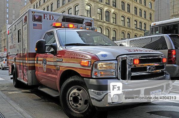 Ambulanzfahrzeug des New York City Fire Department oder Fire Department of the City of New York  FDNY  Berufsfeuerwehr  Manhattan  New York City  USA