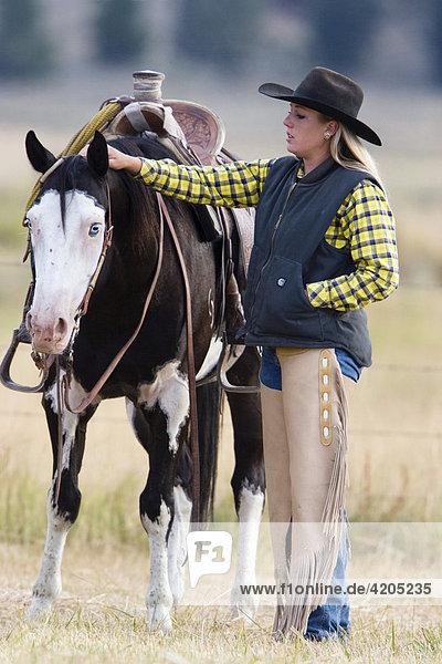 Cowgirl mit Pferd  Oregon  USA