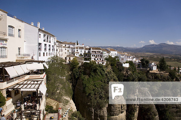 Die Altstadt von Ronda liegt auf einem Felsplateau in der Serrania de Ronda  Ronda  Andalusien  Spanien