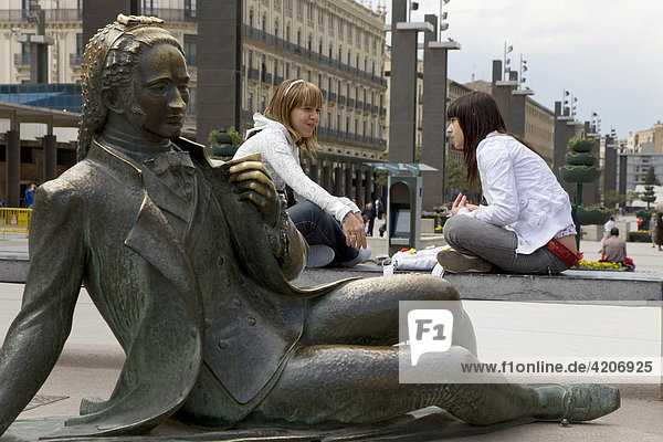 Bronze statue  Goya  girl  Plaza del Pilar  Zaragoza  Saragossa  Expo city 2008  Province of Aragon  Castile  Spain  Europe