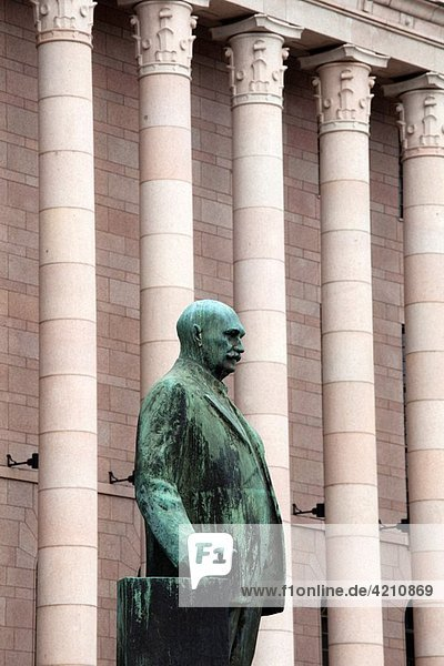 Finland  Helsinki  Finnish Parliament and staue of Pehr Evind Svinhufvud  third Finnish President
