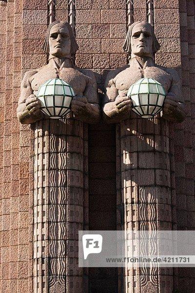 Finland  Helsinki  Rautatieasema  Helsinki Railroad Station  National Romantic-style figures by Emil Wikstrom  b 1914  daytime