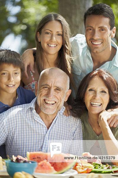 Porträt einer Mehrgenerationen-Familie